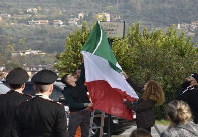 Salò, il piazzale di fronte alla Caserma dei Carabinieri intitolato ai Caduti di Nassiriya